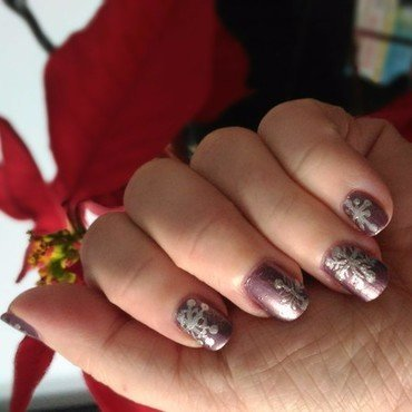 Christmas snowflakes nail art by tigerlyly