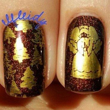 Christmastime nail art by Jenette Maitland-Tomblin
