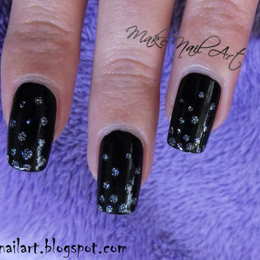 Black 20with 20holographic 20dots 20new 20year s 20eve 20nail 20art 20design thumb370f