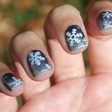 Double-Stamped Snowflakes Gradient nail art by Monica