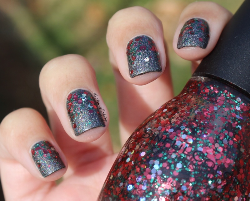 Simple Holiday Glitter nail art by Monica