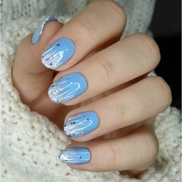 It's snowing! nail art by barbrafeszyn