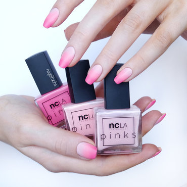 Pink Gradient nail art by nagelfuchs