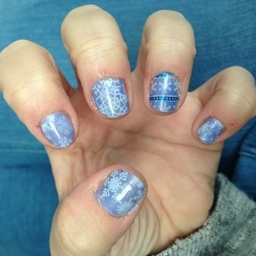 Snow stamping nail art by Rezingona