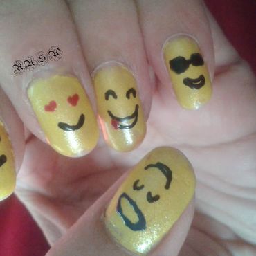 smiley faces nail art by Rusa