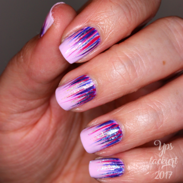 Let the Stripes fall down nail art by die Yps lackiert