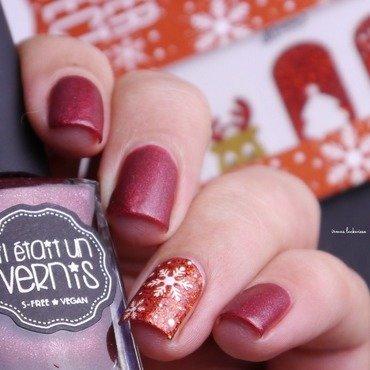 red snowflake  nail art by irma
