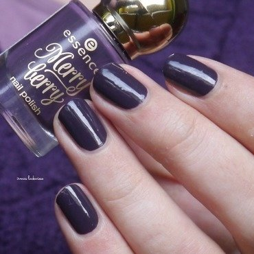 Essence The Masked Ball Swatch by irma