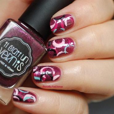 arty nail art by Dorothy NailAssay