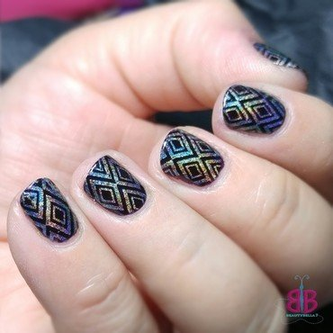 Diamonds nail art by Bellini Solis