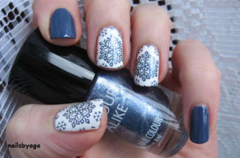 Snowflakes nail art by agazar30