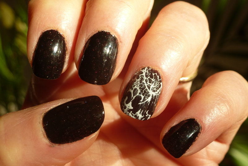 Bow cold nail art by Barbouilleuse