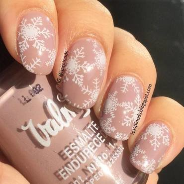 Stamping Snowflakes - Copos de Nieve ♥ nail art by Isabel