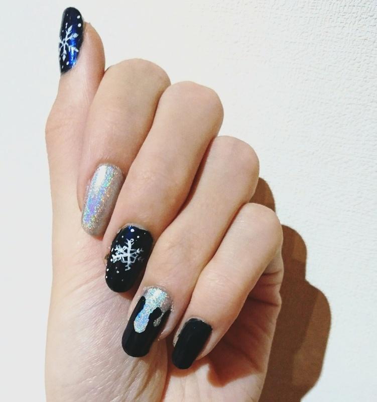 Snowfall nail art by i-am-nail-art