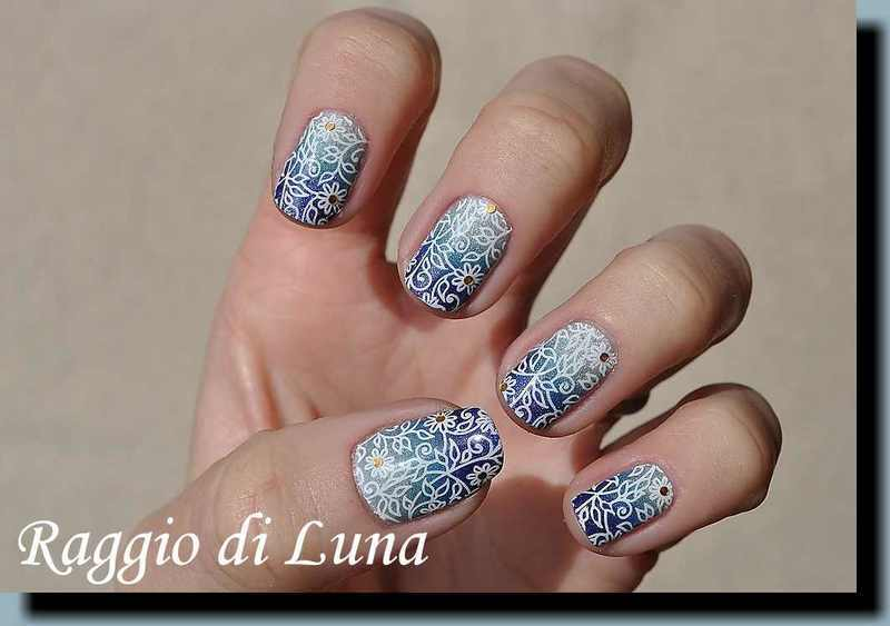 Stamping: White floral pattern on blue & silver gradient nail art by Tanja