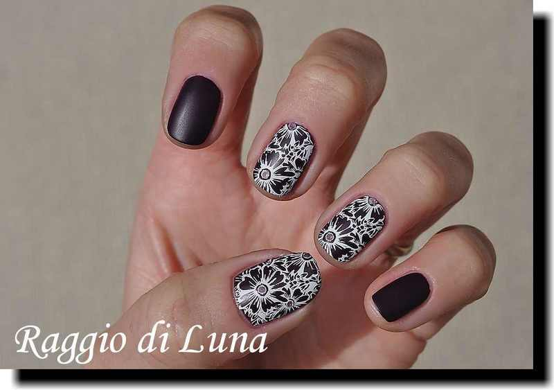 Stamping: Purple flowers nail art by Tanja