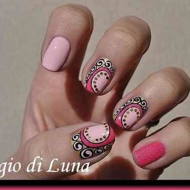 Arabesque in pink and golden nail art by Tanja