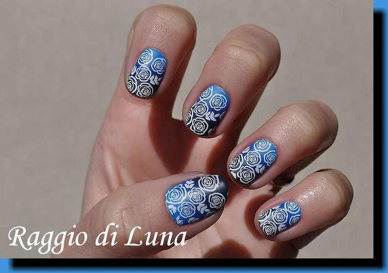 Stamping: White roses on blue & grey gradient nail art by Tanja
