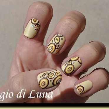 Tree stump circles in brown & yellow nail art by Tanja