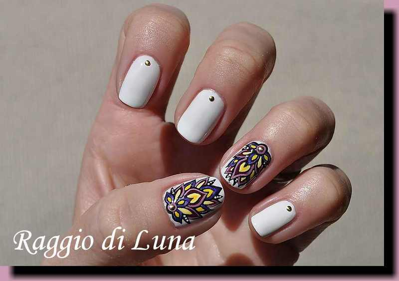 Abstract flower on white nail art by Tanja