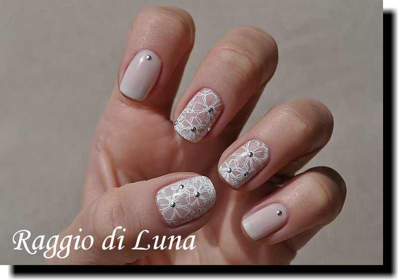 Stamping: White floral pattern on milky white, nail art by Tanja