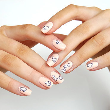 Mickey Mouse Hands nail art by nagelfuchs