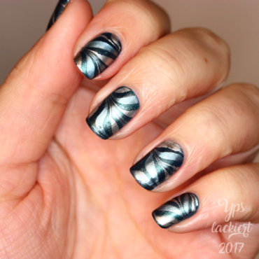 Major Midnight Marble nail art by die Yps lackiert