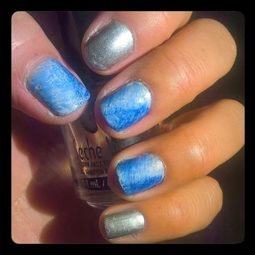 White, Silver and Electric Blue #fanbrushfriday  nail art by Avesur Europa