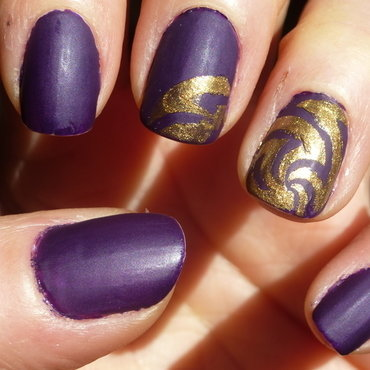 golden purple nail art by Barbouilleuse
