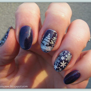 Snowflakes in the forest nail art by Nail Crazinesss