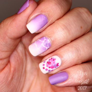 Free the Hearts nail art by die Yps lackiert