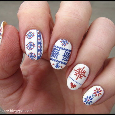 Scandinavian pattern nail art by Nail Crazinesss
