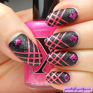 Black with pink crisscross thumb370f