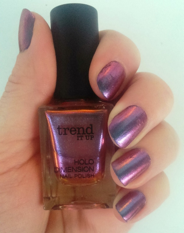trend IT UP Holo Dimension 030 Swatch by Meggy - Nailpolis: Museum ...