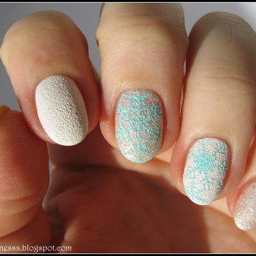 Minty snowflakes nail art by Nail Crazinesss