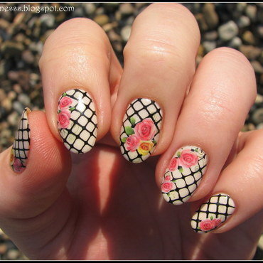 Garden roses nail art by Nail Crazinesss