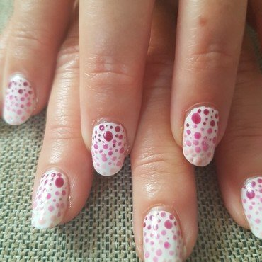 Spotted nail art by Lxnne