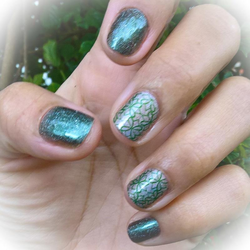 Holo Patrick Manicure 🍀  nail art by Avesur Europa