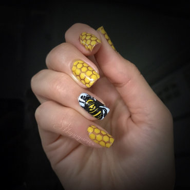 Honeycomb and bee mani  nail art by Happy_aries