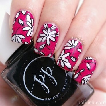 Black-and-white floral design nail art by polilish