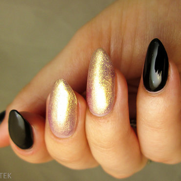 black and rose gold nail art by Yenotek