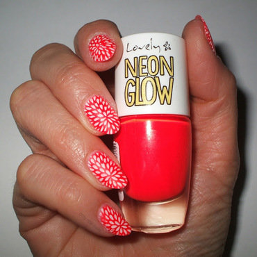 Neon glow nail art by only real nails.