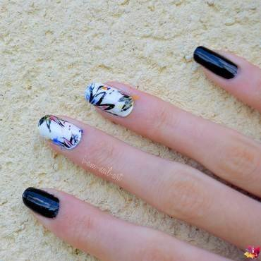 Street art flowers nail art by i-am-nail-art