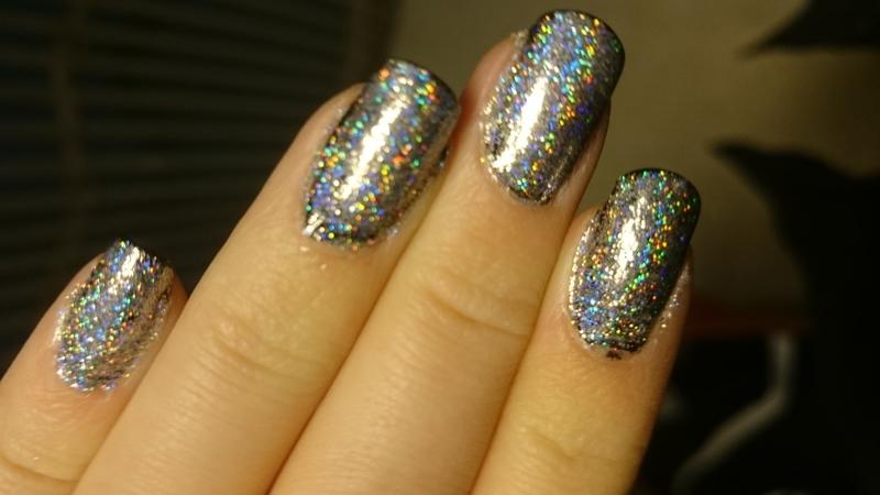 Holographic powder  nail art by Sabina Salomonsson