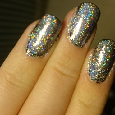 Holographic powder  nail art by Sabina Salomonsson