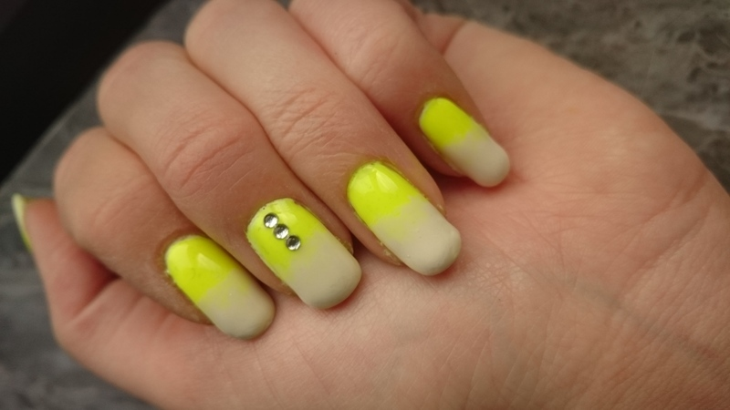 Yellow gradient  nail art by Sabina Salomonsson