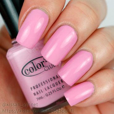 Color Club She's Sooo Glam Swatch by Yue