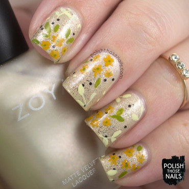 Gold glitter yellow floral pattern nail art 4 thumb370f