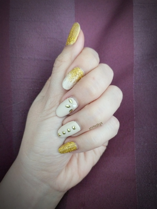 Gold and Cream nail art by xniteskyx