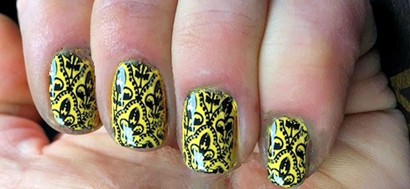 Arabesque stamp nail art by FRANCESCA SPORTELLA